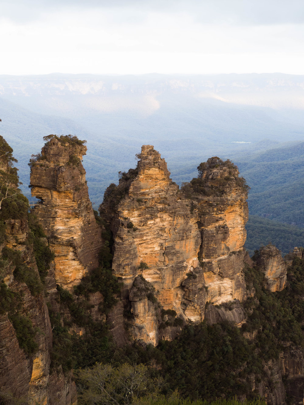 The Three Sisters - Echo Point Lookout