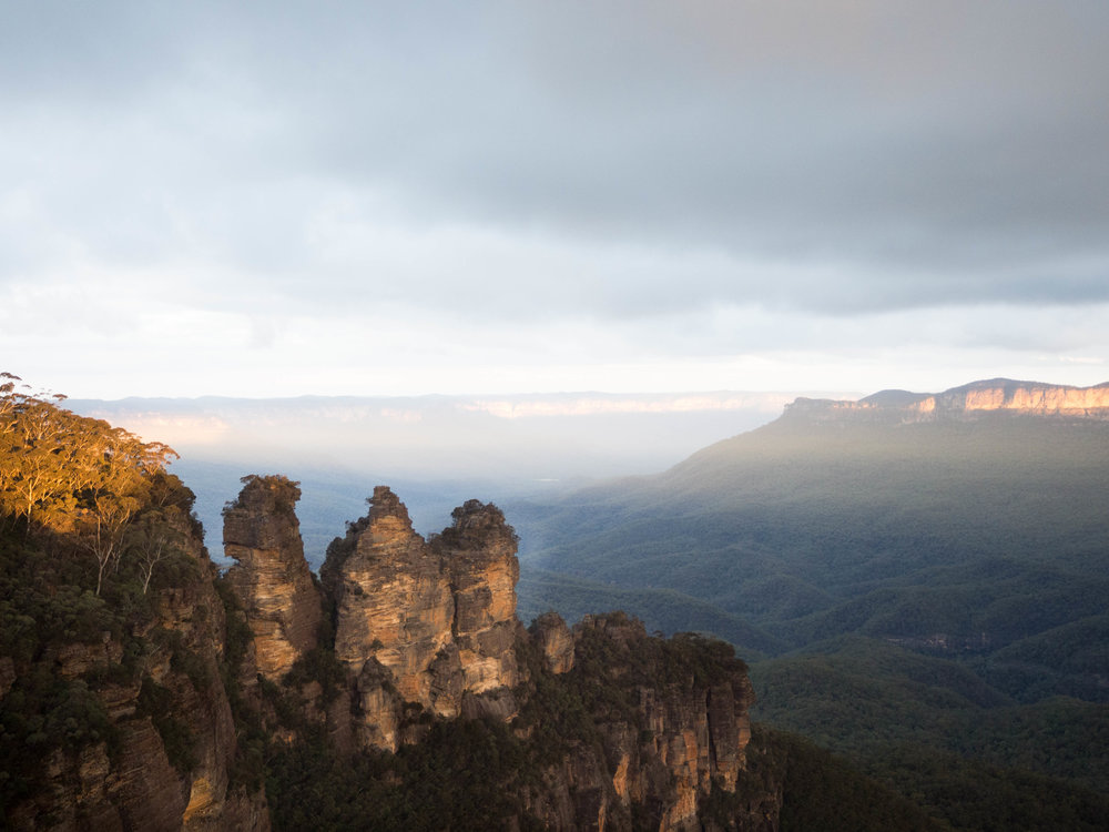 Three Sisters from Echo Point Lookout, late afternoon