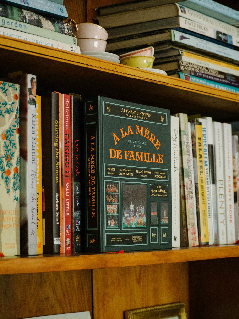 À La Mère de Famille by Julien Merceron