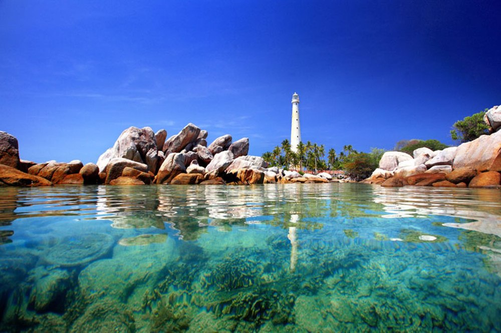 The Belitung Lighthouse source: bangkatour.com