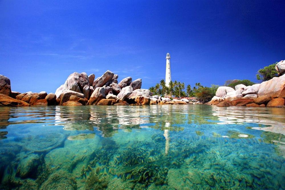 The Belitung Lighthouse source: bangkatour.com