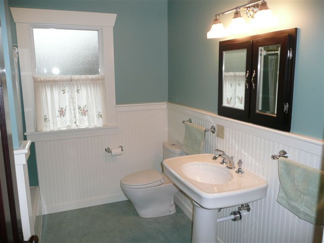 6Wallingford main bath.jpg