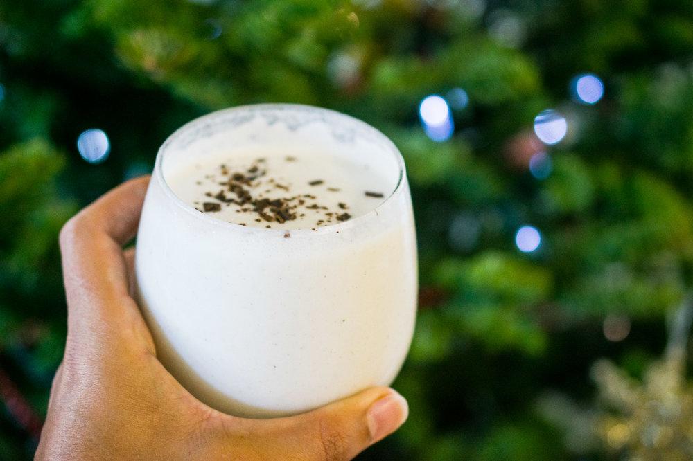 pepermint collagen smoothie 11.jpg
