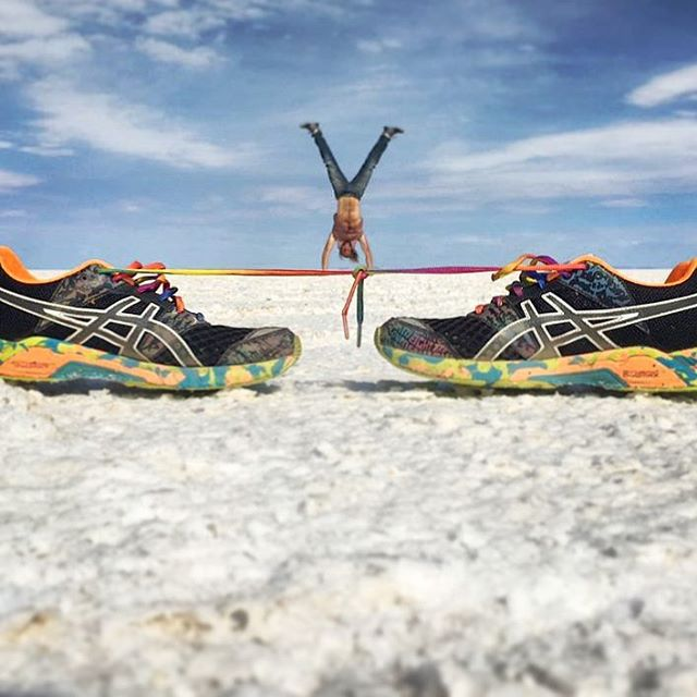 Slack lining is so yesterday!! Shoe lacing is the new thing now. Here I am tasting that seasoning of the fresh salt flats of Uyuni, Bolivia. One of the most incredible tours I have ever been a part of.  #Bolivia #Uyuni #saltflats #desert #travel #handstand #viaje #traveler #aussie #viajero #backpacker #tour #fitness #southamerica #LatinAmerica #adventure #perspectivephotography #photography #funnyphoto #salardeuyuni #saltflatdesert
