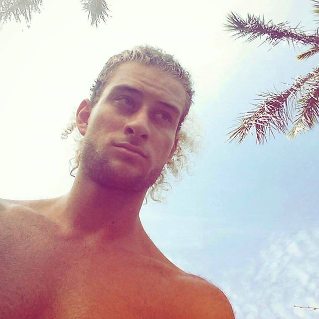 Me without a beard. Summer with relaxed beach feels.  #selfie #traveler #latinamerica #backpacker #viajero #viaje #travel #beach #palmtree #Aussie