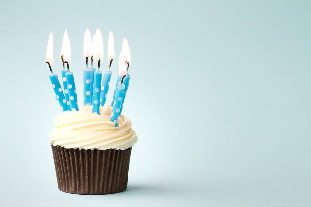 Happy-birthday-cupcakes-with-candles.jpg