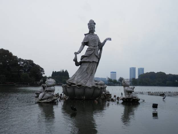 (Photo: Rainy days at Xuanwu Lake, Nanjing)