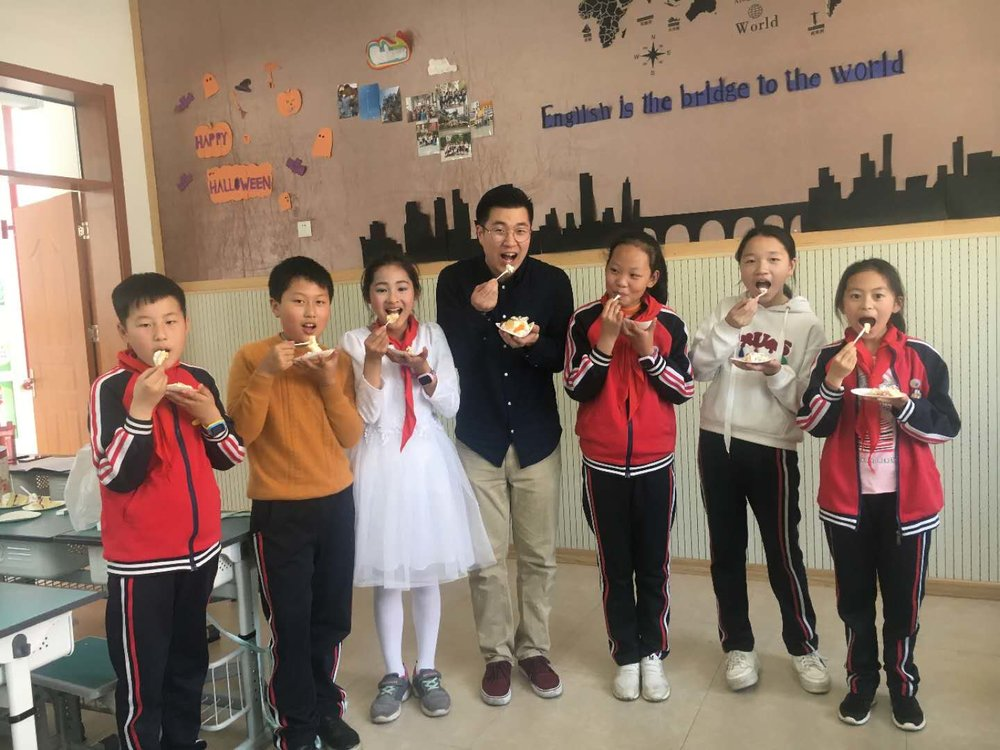 Joseph is one of our 2017-18 educational ambassadors. He teaches in No.2 Primary School of Qujiang District in Quzhou, Zhejiang.