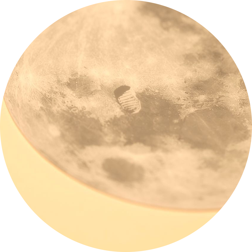 Omega moonphase moon close up.png
