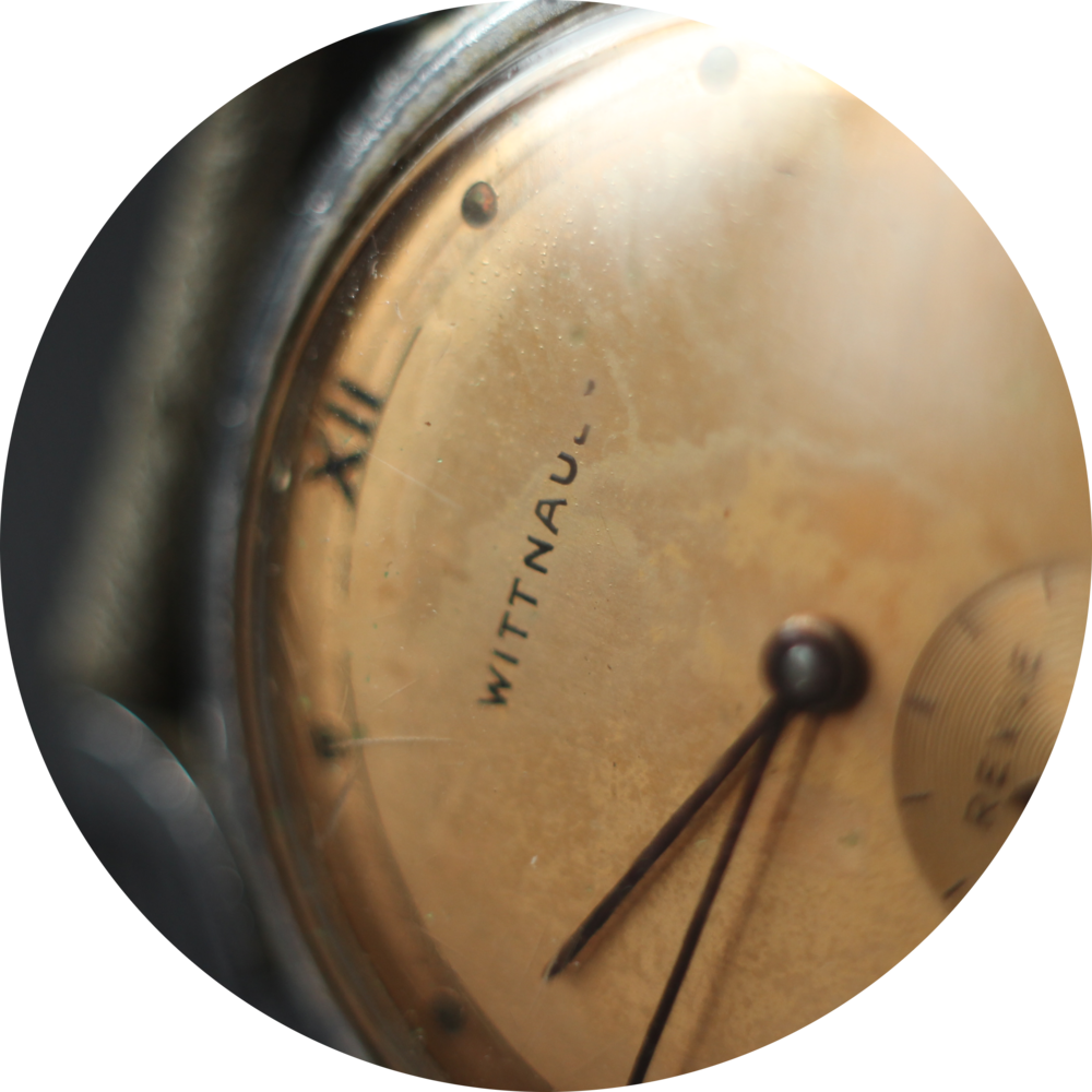 Wittnauer Revue Dial close up circle.png