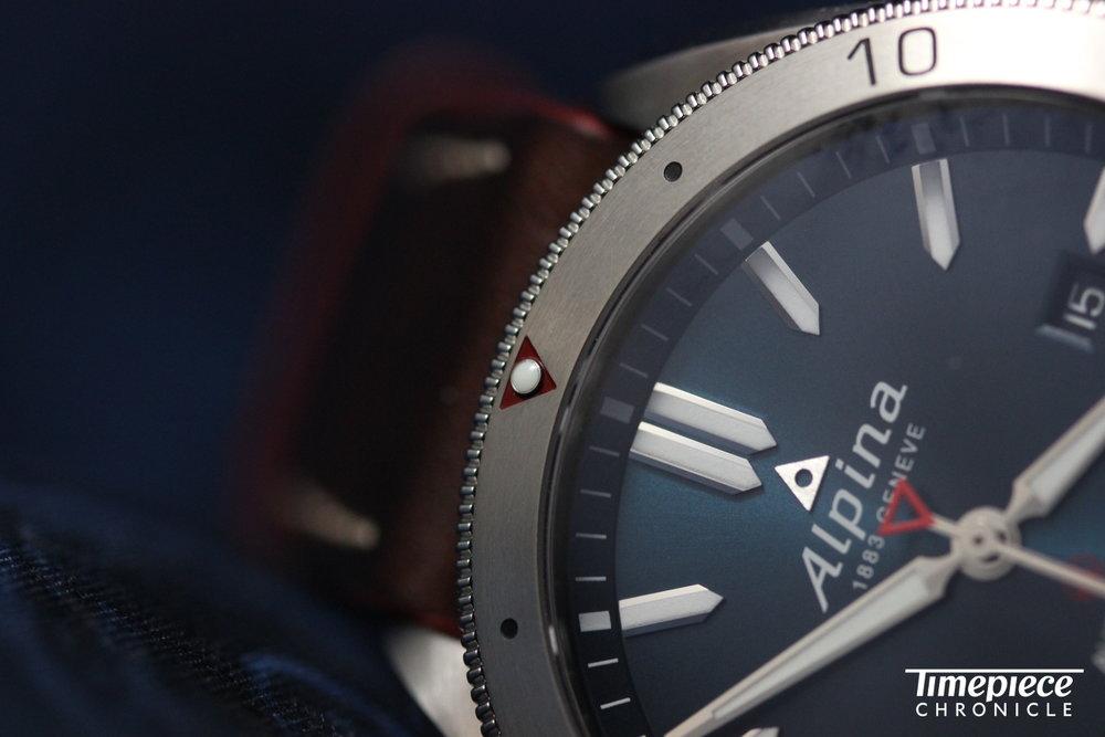 Alpina Alpiner bezel macro 3.JPG