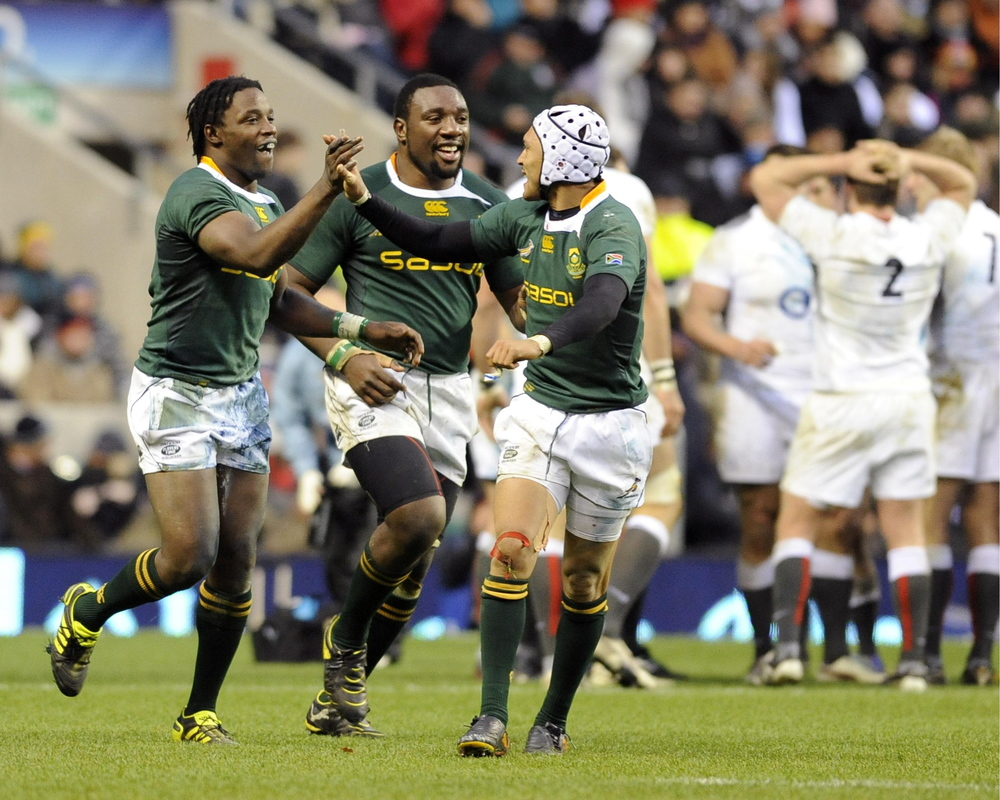 South Africa's Lwazi Mvovo (L) celebrates his try against England with Gio Aplon (R) and Tendai Mtawarira during their international rugby union match at Twickenham Stadium in London November 27, 2010.  Image supplied by Action Images / Russell Cheyne