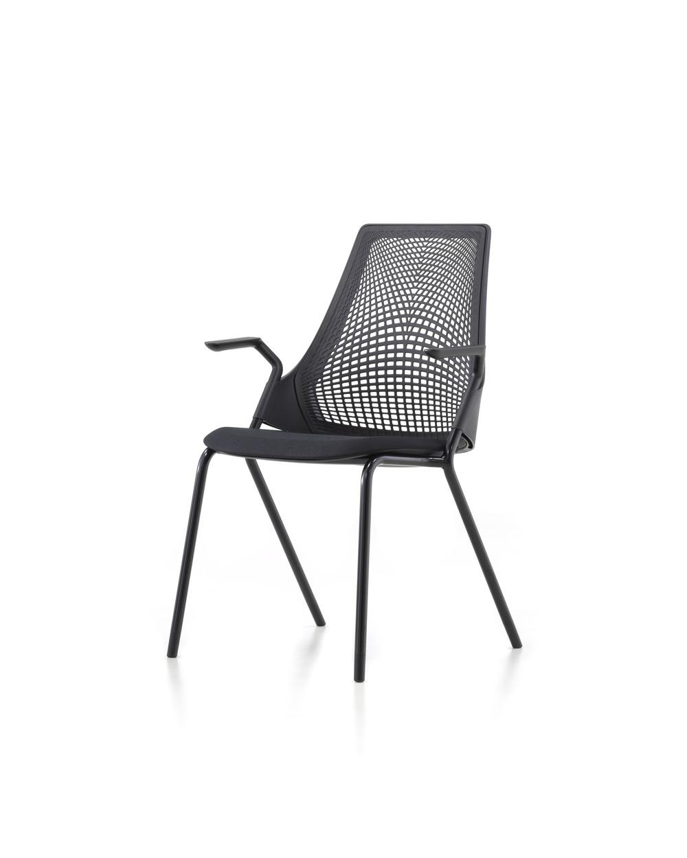 Versjon med 4 ben, sort base og ramme, sort stoff og netting.