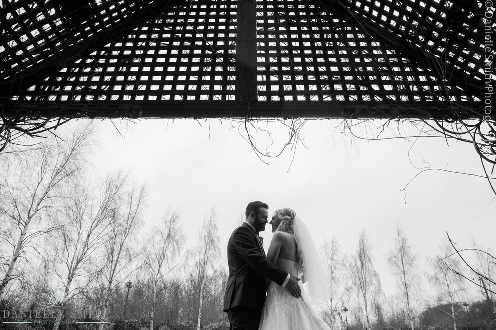 bride and groom silhouette photo at crondon park