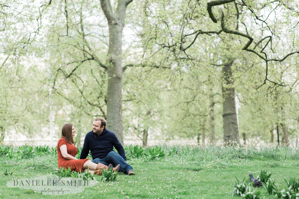 couple sitting in St James park