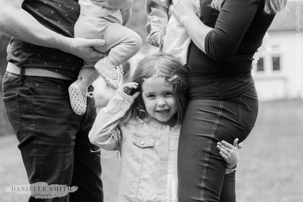 family photo shoot at home 15.jpg