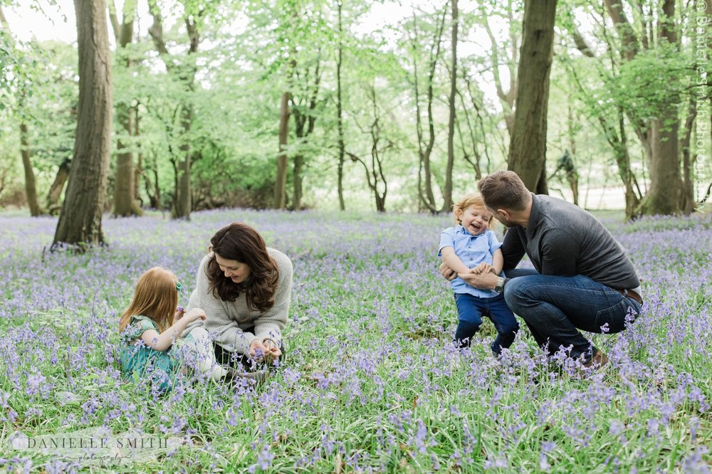 natural family photos in bluebell woods