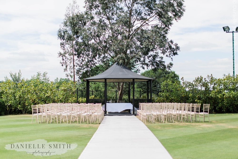 stock brook manor outdoor wedding ceremony