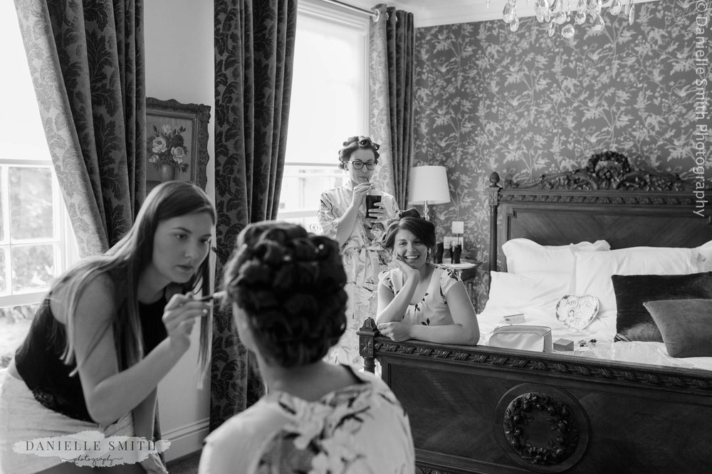 bride and her maids getting ready