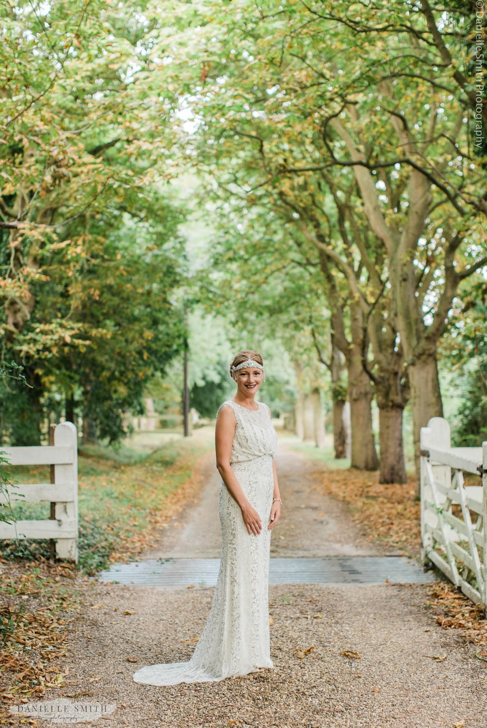 art deco style bride with headpiece