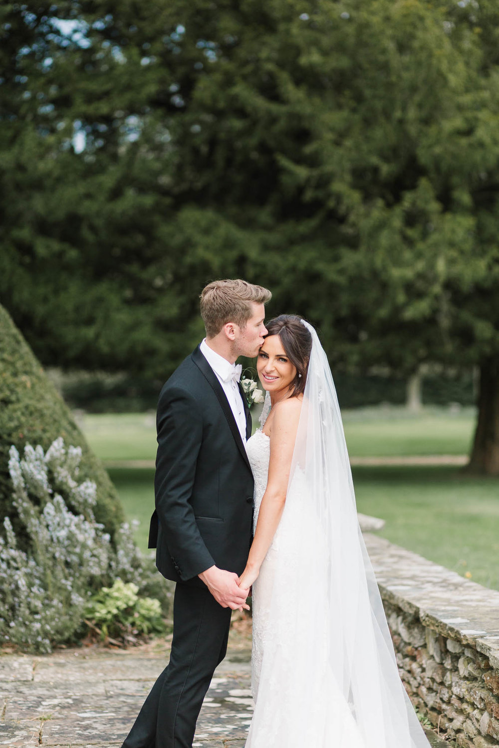 natural bride and groom photo - northbrook park