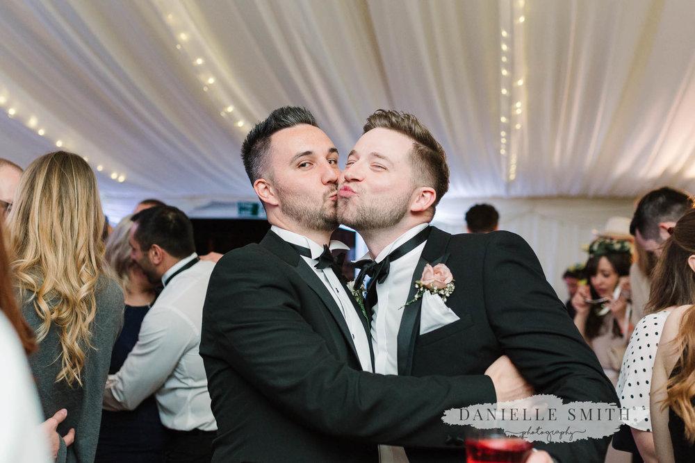 groomsmen kissing