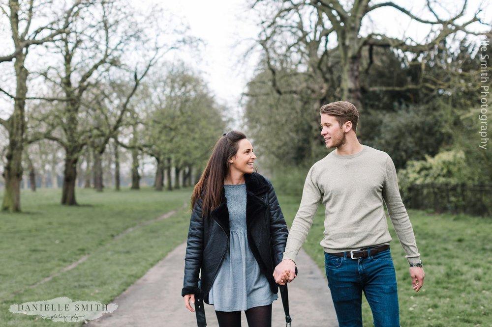 couple walking- Kensington Gardens Pre-wedding Photography in Spring