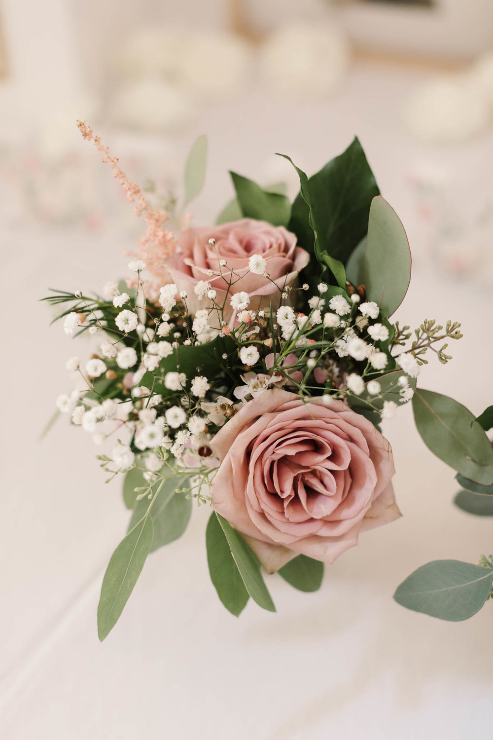 pink roses wedding table decor