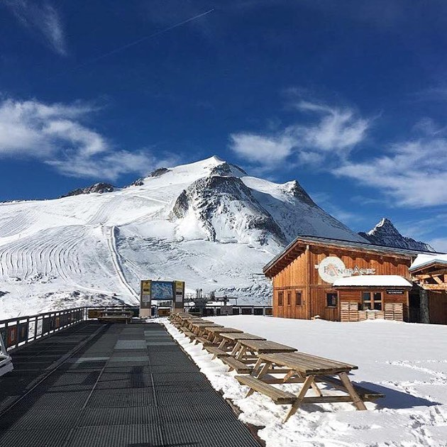 WOW The glacier is looking pretty amazing right now! #valdisere #lefornet #tignes #meribel #skiseason #skiing #ski #alps #physiotherapy #physio #massage #courchevel  for your chance to get 20% off your treatments this coming winter please comment