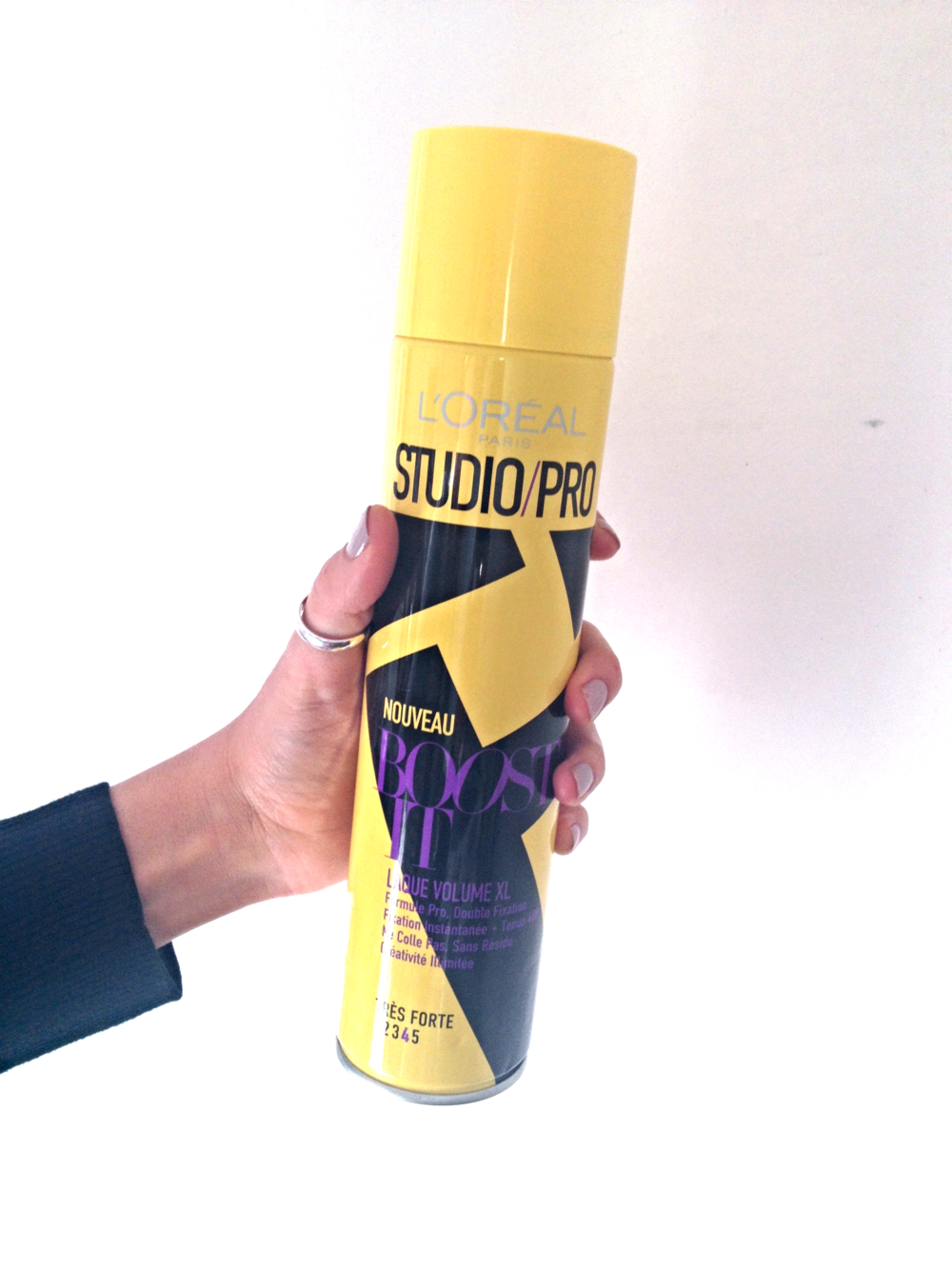 Hairspray:    L'Oréal Paris Studio Pro Laque Boost It! Volume XL , 400 mL, €6.50.