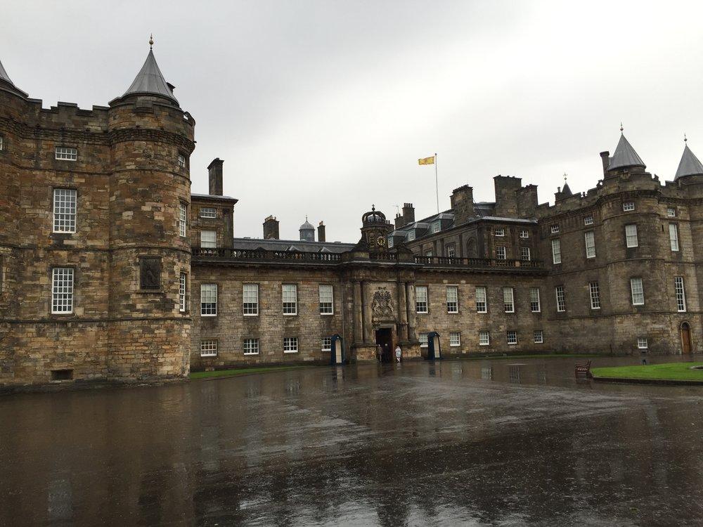 2 Edinburgh Holyrood House.JPG