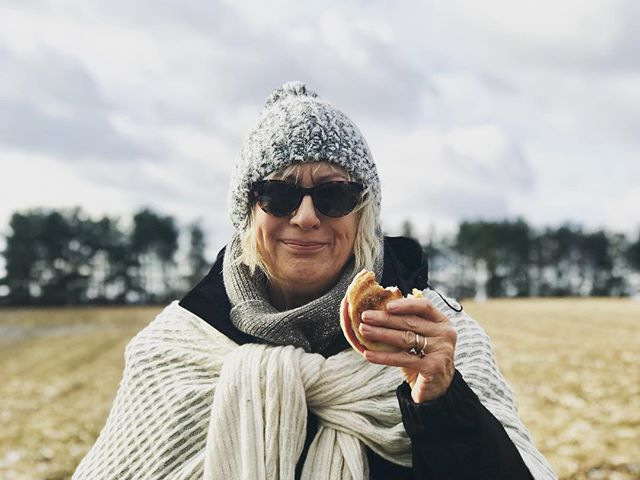 The lovely Anne Taylor 🦋 #myrock and #bestie enjoying her #salamisandwich in the #fields of #lancaster #itwasacoldone ❄️❄️❄️ #womeninfilm #ladiesfordays
