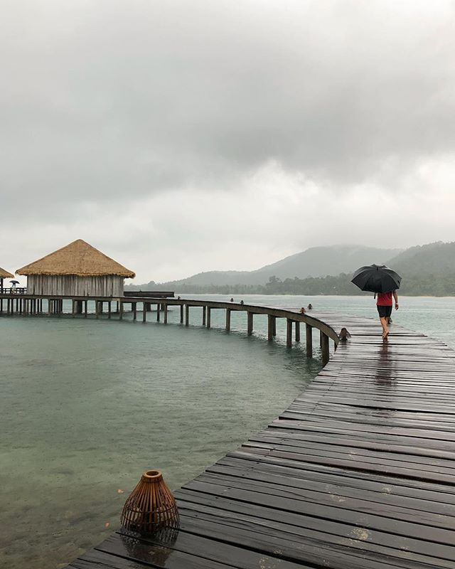 The walk to your room is still magical even in the rain @songsaacollective #cambodia #southeastasia #traveldeeper . . . . . . . #asiatravels #southeastasiatrip #asiatrip #travelwithfathom #travelwithme #travelinggram #fodorsonthego #wonderfulplaces #beautifuldestinations #dametraveler #cntraveler #tlpicks #natgeotraveller #guardiantravelsnaps #goopgo #hoteldesign #boutiquehotel #awesome_globepix #globetrotters #travelwell #luxurytraveler #cambodiatrip #exploreasia