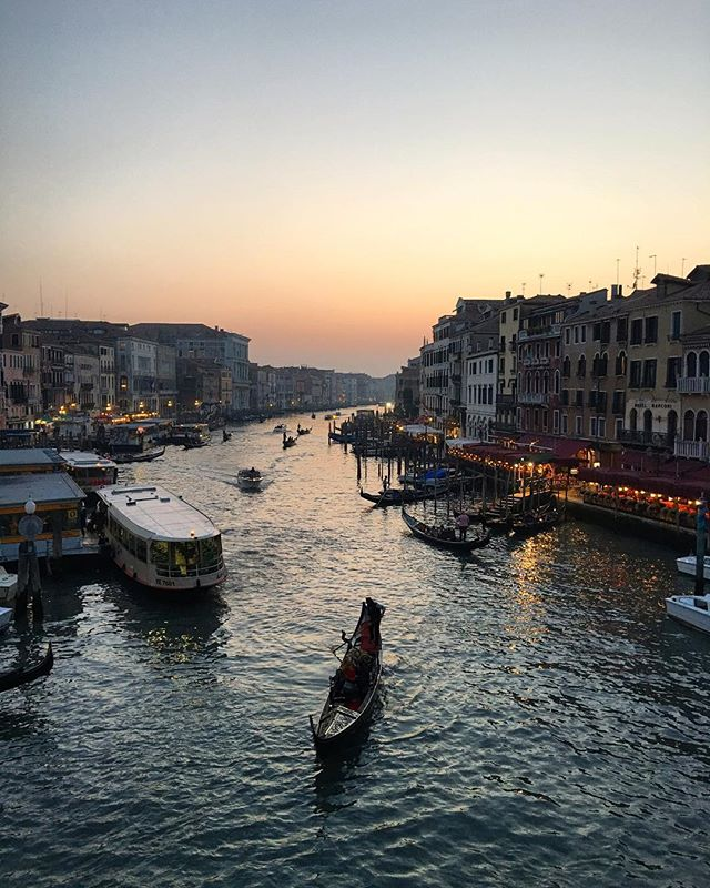 Venice, magical at any time of the day. I took my daughter for her 21st birthday, she's 22 now but still talks about our trip. There's no better present than a trip! #daytripper #veniceitaly #travelingram . . . . . , #venicecanals #italian_trips #venice_sunsets #travelstoke #traveldiaries #traveldeeper #fodorsonthego #travelwithfathom #goopgo #igitaly #justgoshoot #chasinglight #veneziagram #welltraveled #welivetotravel #awesupply #italyphotolovers #takemethere #topeuropephotos