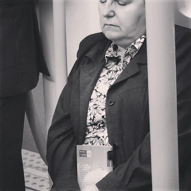 """Los lunes me odian"" Laura Santolaya. ""No estoy segura de si odio los lunes ó los lunes me odian a mí""  #lunes #sueño #hardmondays #instagram #monday #metro #madridmemola #instadaily #instabook #gentedormida #instagram #love #nice #hardwork #leamonos #ojos #coolproject #blancoynegro #blackandwhite #street #people"