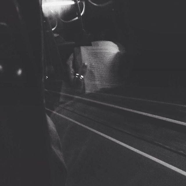 """""""El frío modifica la trayectoria de los peces"""" Pierre Szalowski.  Hay ocasiones en las que los adultos también necesitamos que nos cuenten un cuento para poder dormir mejor.  #novelamagica #personajes #realismo #relato #optimismo #lectores #reflejo #photography #cuentacuentos #streetart #artwork #lectura #gentequelee #bookstagram #travel #people #instagood #nice #love #beauty #thepicoftheday #project #books #letras #palabras #quotes"""