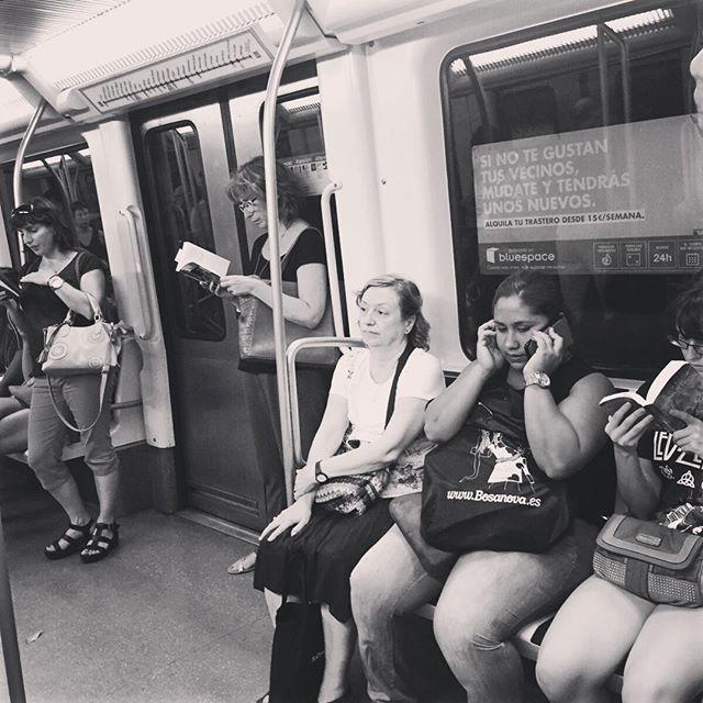 """La rebelión de las masas"" Jose Ortega y Gasset.  #travelgram #people #love #beauty #instadaily #leer #lengua #libros #lectura #reading #gentequelee #gentefeliz #nice #books #beautiful #bookstagram #bestoftheday #thepicoftheday #yoleo #street #streetart #streetphotography #blackandwhite"