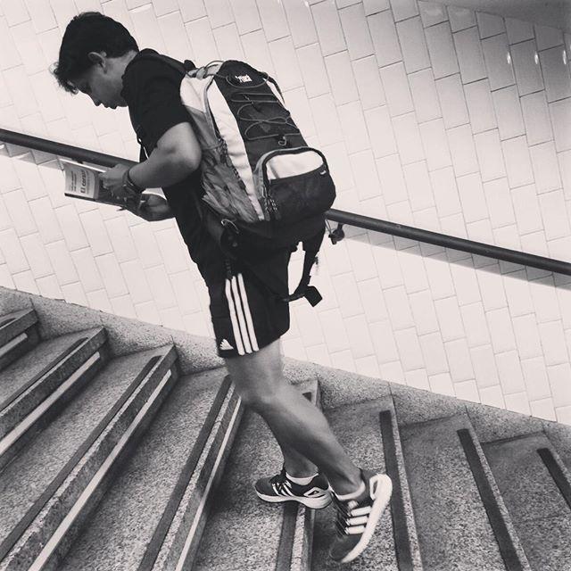 """""""El corazón"""" Edmundo de Amicis.  #creative #ideas #heart #corazón #leer #lectura #lectores #lovely #lectorescompulsivos #madrid #nice #artwork #fotografia #escaleras #gentefeliz #libros #bookstagram #booklover"""