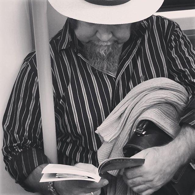 """""""Los amigos cubanos de Miguel Hernández""""  #poesia #booklover #bookstagram #libros #gentefeliz #madrid #cuba #genteleyendo #travelgram #lovely #instagood #nice #madrid"""