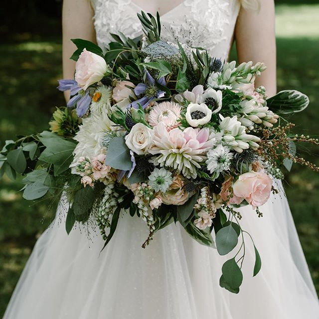 Hope your Saturday is as beautiful as this bouquet from @scarlettandgrace  #pastellove #bridalbouquet #oaklandweddingplanners #campovida #campovidawedding 📷 @amywinninghamphoto