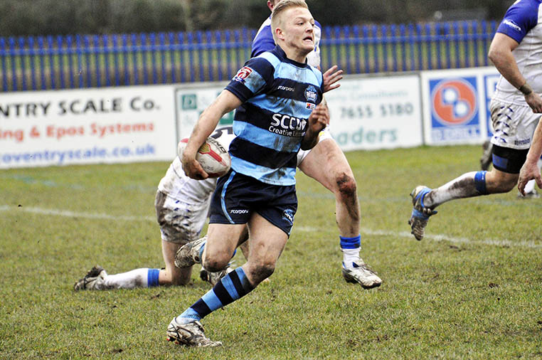 Coventry Bears Half back and MOM Cameron Boulter carves up the defence on Saturday