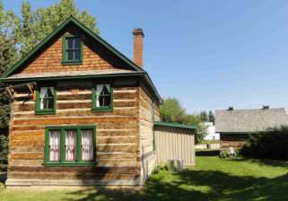 Figure 7-2. The Livingston house and barn preserved at Calgary's Heritage Park.
