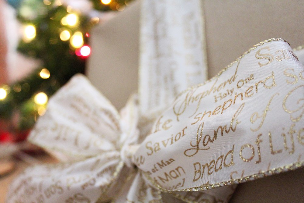 christmas-wrap-ideas-diy-bow.jpg