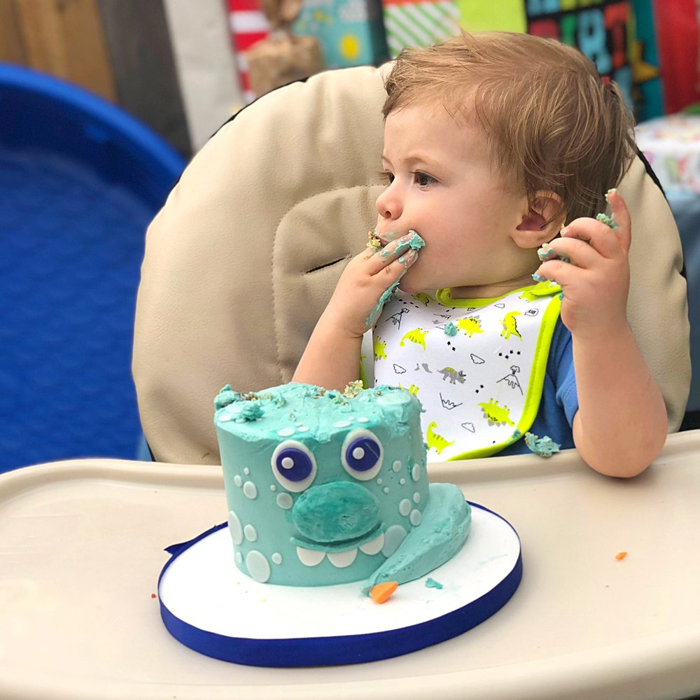 smash-cake-babys-first-birthday-dinosaur