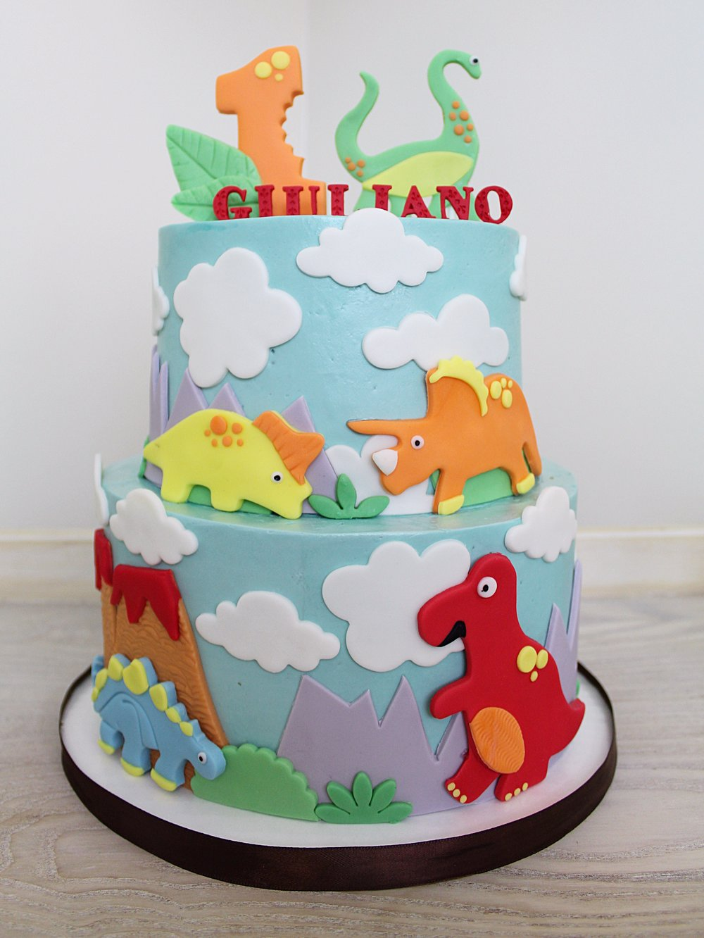 dinosaur-themed-birthday-cake