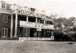 1948 Homecoming Decorations at 121 E Lake St