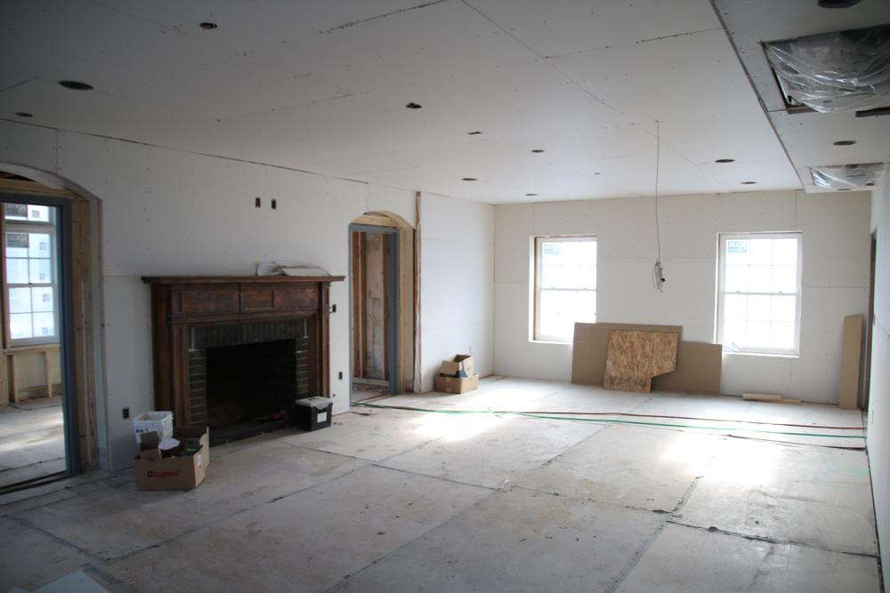 2015-12-7 living room looking south.JPG