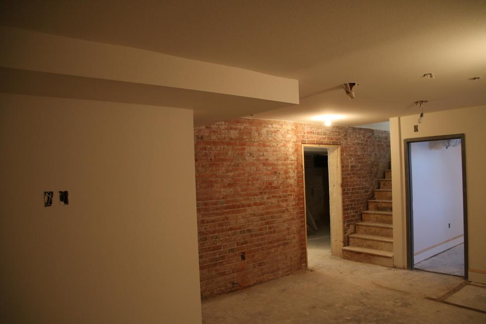 2016-01-05 Exposed brick in basement.JPG