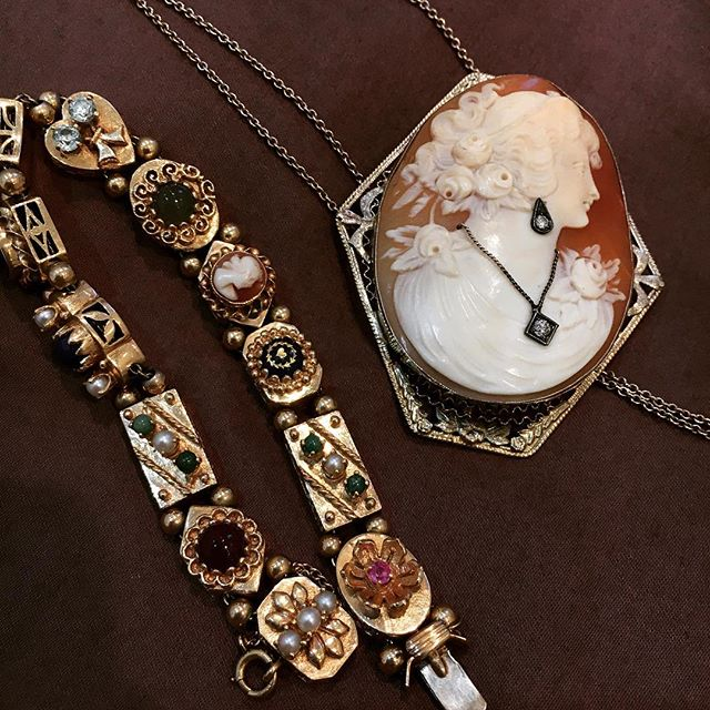 Current inspiration: vintage jewelry 👛#vintagejewelry