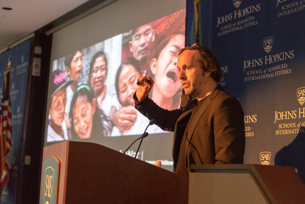 He presented photographs documenting the impact of the drug war on poor families and communities in Metro Manila